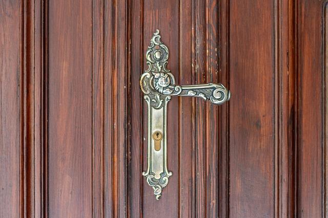 door-handle-3348136_640